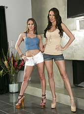 Arresting lesbian MILFs Rachel RoXXX and Kortney Kane pleasing each other