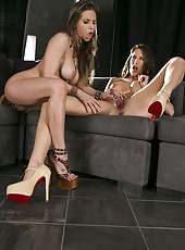 Arresting lesbian MILFs Rachel RoXXX and Kortney Kane pleasing each other