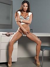 Victorious Milf Kirsten Price wearing only her high-heels posing naked