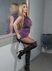 Ravishing MILF Nikki Benz showing her big tits in her sexy lingerie