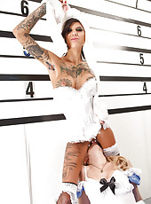Amazing MILFs with Bonnie Rotten are having a fucking lesbian party