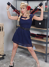 Luxury woman with huge breasts Nikki Benz strips in the garage