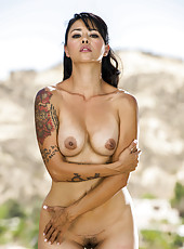 Sexy outdoor action with a passionate and tattoed brunette milf Dana Vespoli