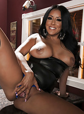 Fatty and busty brunette Kiara Mia shows her gorgeous body in hot poses
