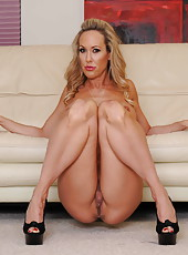 Big titted blonde milf Brandi Love spreads legs and shows her delicious ass and a pussy