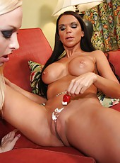 Two super hot lesbians Lux Kassidy and Rebecca Rayann licking pussies