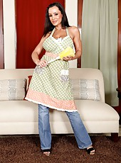Dangerously hot brunette house wife with big melons Lisa Ann strips