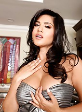 Brunette babe with big tits Sunny Leone spreading her gorgeous ass on the camera