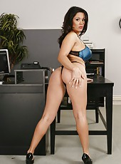 Busty business lady Sienna West gets naked to show her perspectives