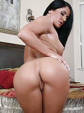 Brunette milf Savannah Stern demonstrates her big tits and plump ass