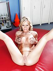 Sexy milf Simone Sonay prefers posing on camera and jilling wet vagina