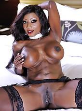 Swanky whore Diamond Jackson showing boobies and fingering really hard