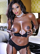 Swanky whore Diamond Jackson showing boobies and fingering really hard