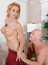 Elegant babe with big boobs Alyssa Lynn enjoy her friend