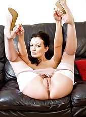 30 year old MILF Faye X inserts her high heel into her mature pussy
