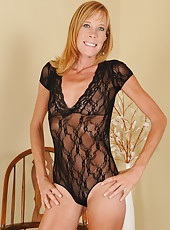 Hot 36 year old Stacey Y from AllOver30 showing off her mature beaver