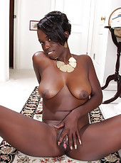 Ebony MILF Sayanna Monroe slips off her elegant dress to spread