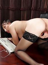 Horny Anilos lady rubs her furry twat to orgasm