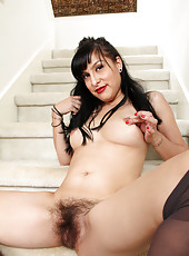 Playful mommy Betty Jones pleases her big soft bushy twat