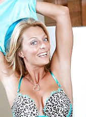 Mature Anilos Brenda James flaunts her breasts in a leapard print bra