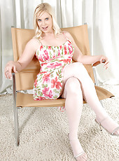 Seductive blonde Cameron Keys teases us with her enticing milf body
