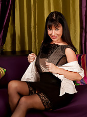 Alluring mom shows off her long legs in stockings