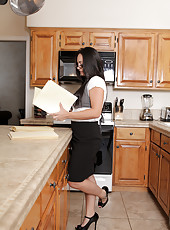 Housewife in glasses gets horny in the kitchen