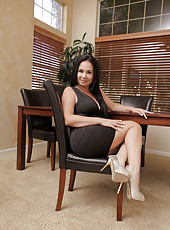 Gorgeous milf shows off her juicy round ass in a tight dress