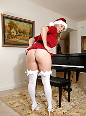 Hot mom in a Santa outfit gets naughty