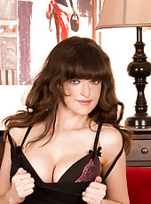 Classy milf shows her big tits in sexy lingerie