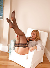 Naughty cougar exposes her tight round ass and spreads her long leg on the couch