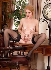 Mature housewife in thigh high stockings spreads open her bald snatch