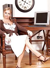 Anilos Louise Dakotah shows off her mature cougar frame in alluring lingerie