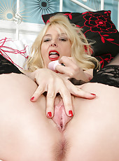 Mature mom has sweet cum dripping from her pussy when she plays with a dildo