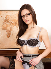 Naughty teacher with big perky tits gives a lesson in pleasing her twat