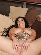 Busty mom next door fucks her pussy hard with a gyrating vibe