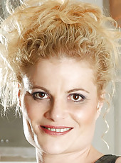 Anilos blonde Scarlette Sax flaunts her cougar frame in red lingerie