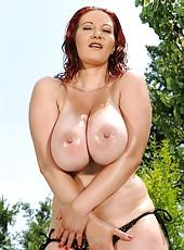 Busty Legend Jiggles Her 34DD Tatas