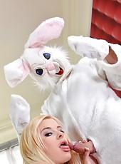 White Rabbit gets sucked off Good