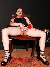 Isabel Dean punishes herself bad