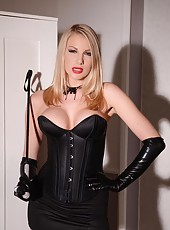 Hot dominatrix-slave lesbian video