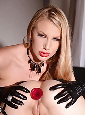 Hot dominatrix-slave lesbian video