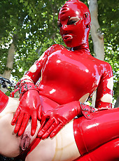 Latex Lucy Gives Us A Snatch Show