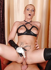 Dominatrix Kathia gives blowjob!
