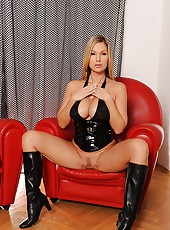 Latex babe Carol and anal sex toy