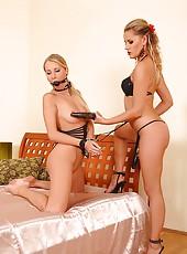Kinky Regina & Susan Snow fisting