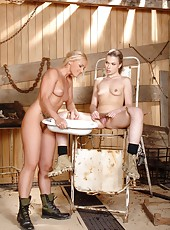 Hot Johane lets her golden piss out