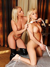 Kinky blonde lesbians play bondage