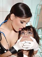 Eve&Jeny in kinky lesbian treatment
