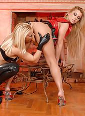 Latex lesbians Britney & Dorothy